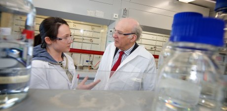 Vince Cable visits Ingenza